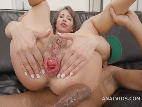 Gangbang – Skinny pornstar Vicky Sol first show her sweet anal prolapse