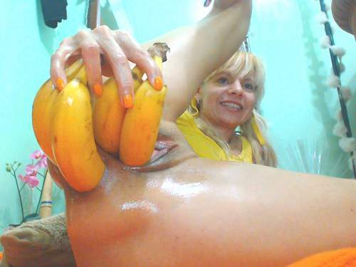 Anal – Four bananas and other vegetables penetration in monster prolapse ass
