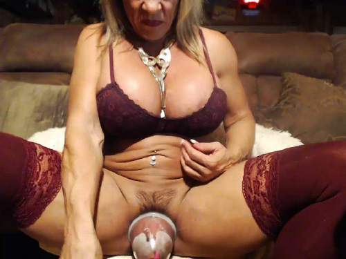Otstapum – Muscular mature musclemama4u with giant clit solo vaginal pump