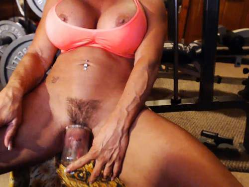 Mature – Kinky muscular mature musclemama4u big labia pump webcam