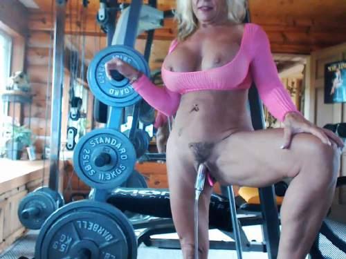 Huge clitoris – Musclemama4u big clit and fucking machine games vaginal