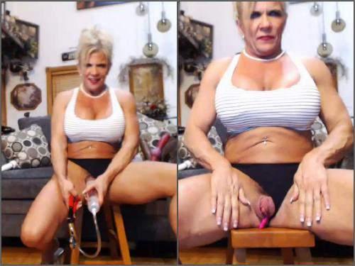 Pussypump – Webcam milf musclemama4u big clit pump herself homemade