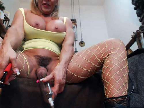 Busty girl – Musclemama4u fucking machine sex and big clit pump