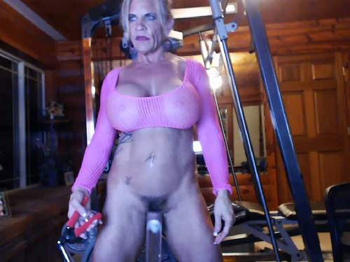 Fucking machine – Musclemama4u vaginal pump and self fucking machine porn