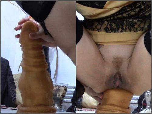 Bad Dragon – Dirty girl inter the dragon fully to prolapse anal