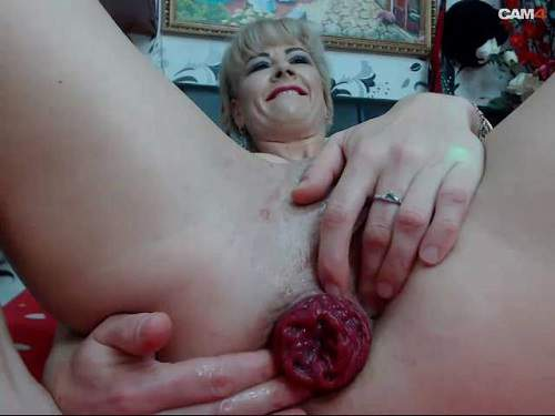 Mature – Kinkylolaxxx self dildo fuck in her really giant anal prolapse