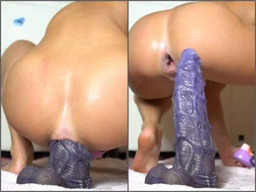 Gaping asshole – SiswetLive monster bad dragon dildo anal penetration and loose gape