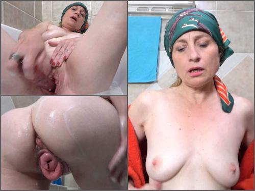 grandma pussy prolapse,grandma bloody prolapse,gilf porn,gilf sex,dildo in pussy,vaginal prolapse,granny sex