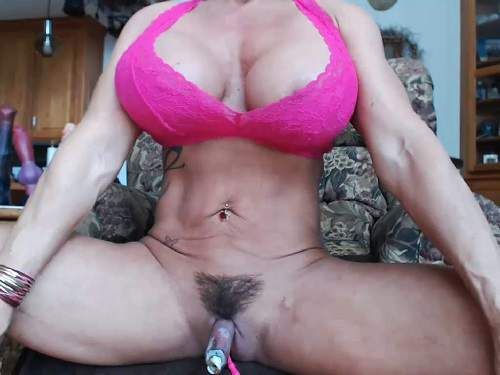 Hairy pussy – Big tits MILF Musclemama4u really giant clit solo pump closeup webcam