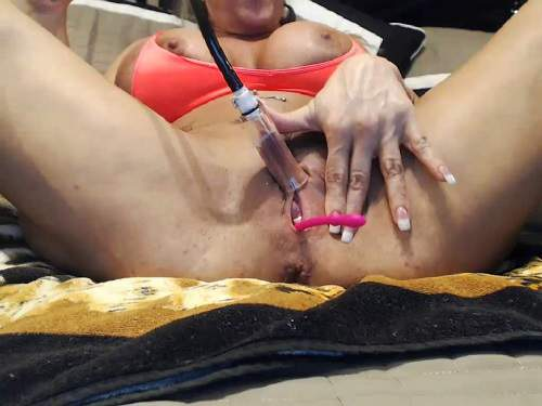 Big clit – Webcam muscular busty MILF musclemama4u big clit pump