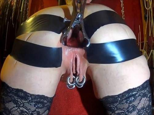 Speculum – Piercing pussy wife anal rosebutt loose after anal stretching