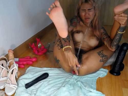 Close up – Tattooed hairy asian queen Asianqueen93 rosebutt squirt