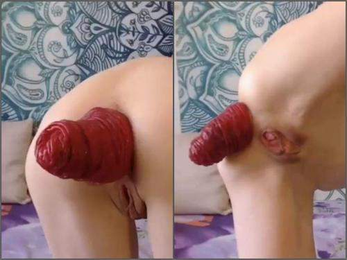 Webcam rares – Very short but extreme anal prolapse video with russian Clairet