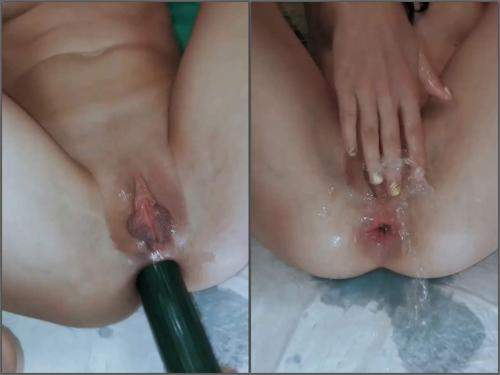 Squirt – Big labia girl Ivylopez peeing after big dildo sex