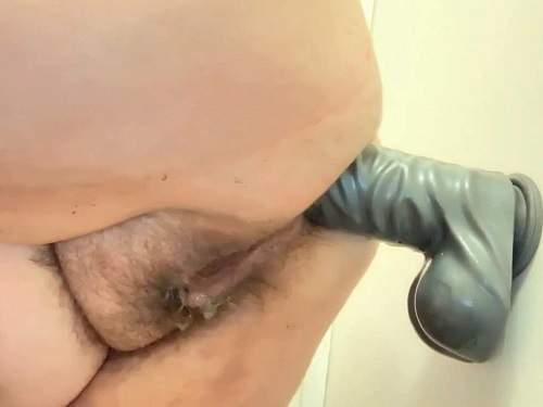 Fatty girl – Hairy fatty pornstar Clara Blow anal rosebutt loose during rides on a new dildo