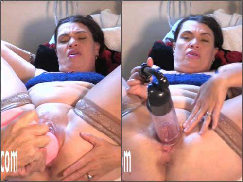 Pussypump – Fatty MILF Hottabbycat gets dildo pemnetration and self pussypump