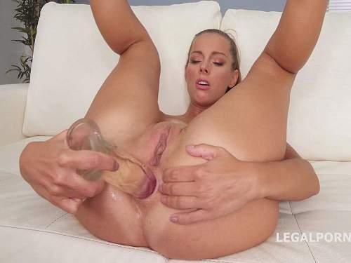 Dildo anal – Blonde girl Kinuski transparent dildo penetration in rosebutt and gape