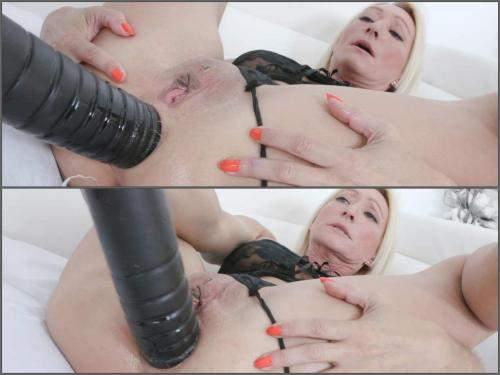 BBC dildo – Big ass blonde MILF Bethie Lova big black dildo sex anal