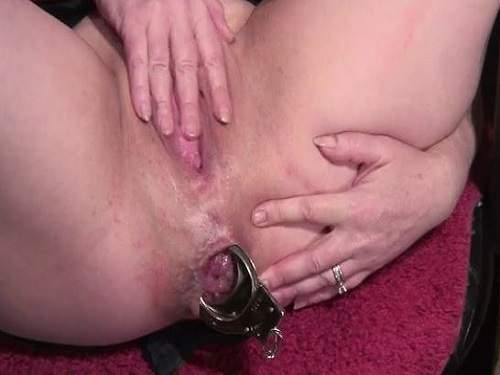 Anal insertion – Perverted milf wearing police uniform and double insertion