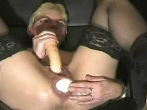 Closeup – Granny insertion dildo in pussy and ball in anal