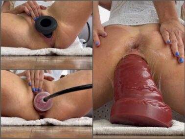 Close up - Nikoletta_Joy stretching pussy – Premium user Request