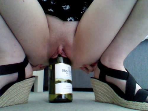 Bottle penetration – Loose pussy girl herself wine bottle rides