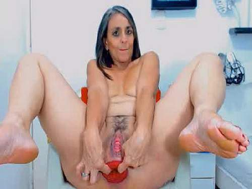 Closeup – Sweet webcam hairy granny anal prolapse stretching