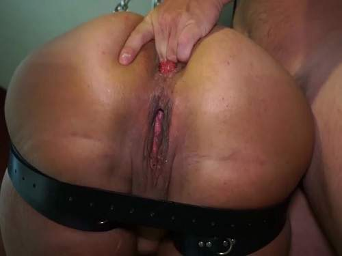 Close up – Hanging wife with sweet asshole rosebutt close up