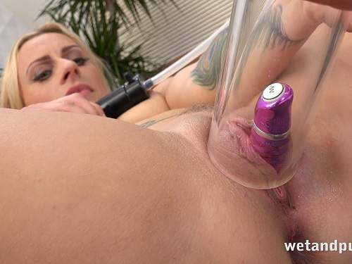Close up – New 18.08.16 Brittany Bardot beautiful pumping pussy with dildo inside