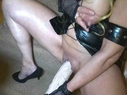 Booty girl – Monster dildo riding busty mature with pump tits