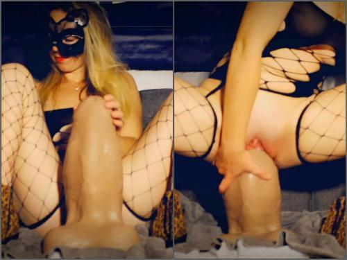 Bad Dragon – Mayya Moore shocking dragon XXL size dragon dildos in pussy