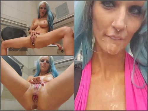 Rosebutt – Busty girl Hope In Public Huge Anal in Public Restroom & Cum Walk