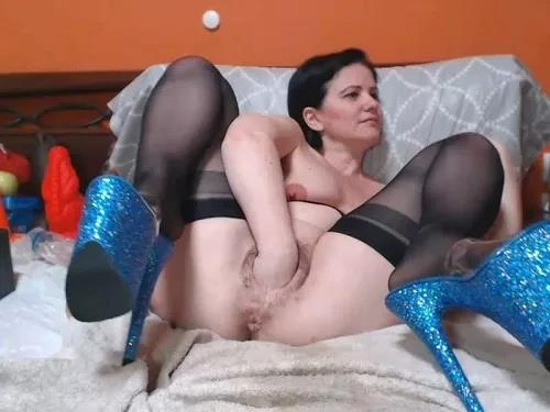 Close up – Saggy tits Analvivian with red nipples try deep fisting sex