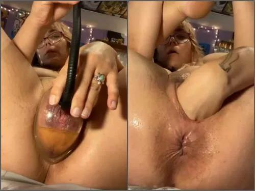 Solo fisting – Peeing during anal and vaginal pump in one moment