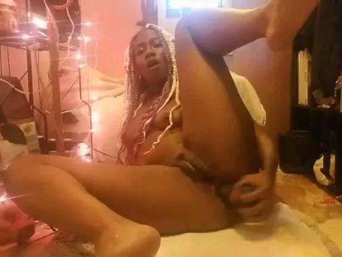 Ebony – Perverted ebony girl Kjuicie dildo fuck in little gape