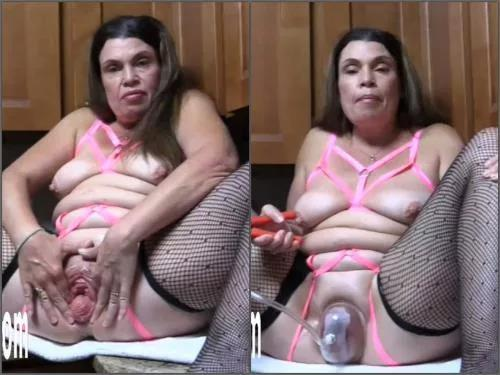 Pussy fisting – Dirty MILF Hottabbycat pump her wet big pussy before forced dildo sex